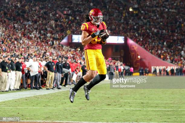 Tight end Josh Falo of the USC Trojans catches a touch down pass in a game between the Utah Utes vs USC Trojans on October 14 2017 at Los Angeles...