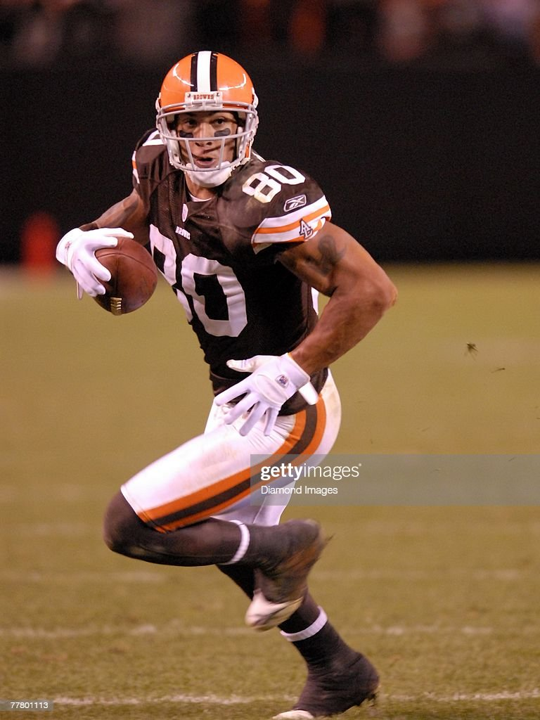 Tight end Kellen Winslow Jr. #80 of the Cleveland Browns carries the ball after making a catch during a game with the Seattle Seahawks on November 4, 2007 at Cleveland Browns Stadium in Cleveland, Ohio. Cleveland won 33-30 in overtime. Kellen Winslow Jr.07-1224171