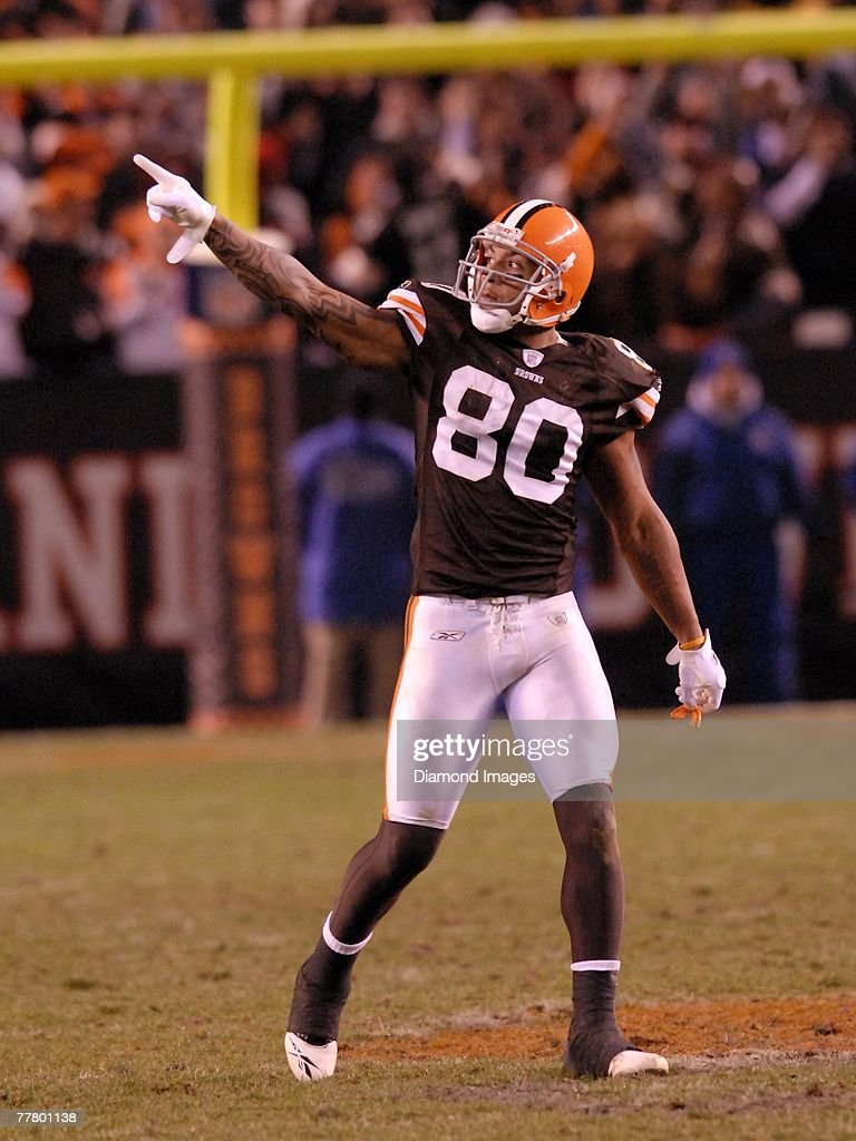 Tight end Kellen Winslow Jr. #80 of the Cleveland Browns gestures to the crowd in overtime during a game with the Seattle Seahawks on November 4, 2007 at Cleveland Browns Stadium in Cleveland, Ohio. Cleveland won 33-30 in overtime. Kellen Winslow Jr.07-1224360