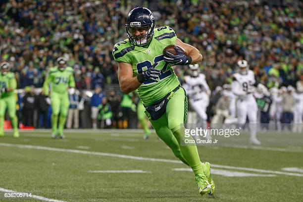 Tight end Luke Willson of the Seattle Seahawks rushes for a touchdown against the Los Angeles Rams at CenturyLink Field on December 15 2016 in...