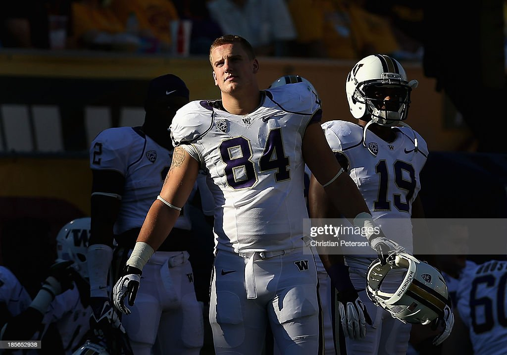 Tight end Michael Hartvigson #84 of the Washington Huskies during the college football game against the Arizona State Sun Devils at Sun Devil Stadium on October 19, 2013 in Tempe, Arizona. The Sun Devils defeated the Huskies 53-24.