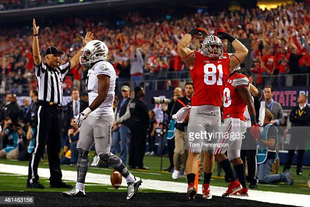 Tight end Nick Vannett of the Ohio State Buckeyes celebrates scoring a one yard touchdown in the first quarter against the Oregon Ducks during the...