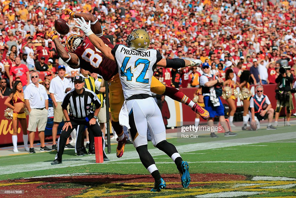 33d115c9bc57 ... Tight end Niles Paul 84 of the Washington Redskins catches a fourth  quarter touchdown over . ...