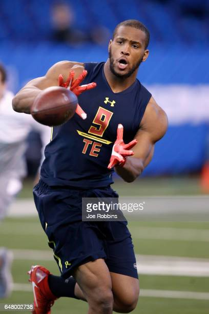 Tight end OJ Howard of Alabama catches a pass during day four of the NFL Combine at Lucas Oil Stadium on March 4 2017 in Indianapolis Indiana