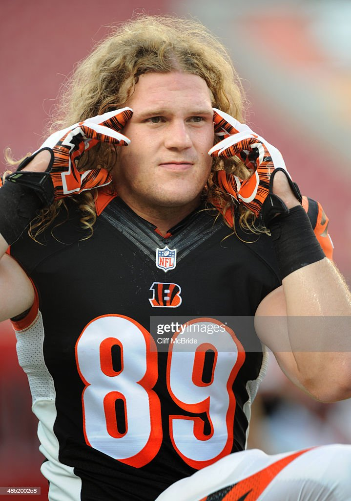 Tight end Ryan Hewitt #89 of the Cincinnati Bengals warms up before the preseason game against the Tampa Bay Buccaneers at Raymond James Stadium on August 24, 2015 in Tampa, Florida.