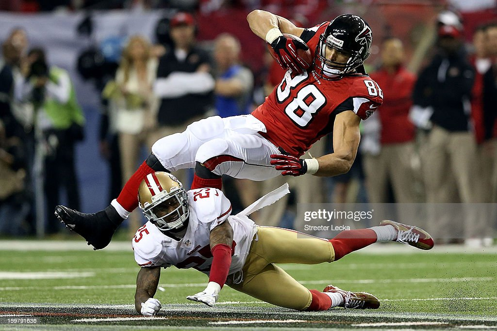 Tight end <a gi-track='captionPersonalityLinkClicked' href=/galleries/search?phrase=Tony+Gonzalez&family=editorial&specificpeople=203240 ng-click='$event.stopPropagation()'>Tony Gonzalez</a> #88 of the Atlanta Falcons is tackled by cornerback <a gi-track='captionPersonalityLinkClicked' href=/galleries/search?phrase=Tarell+Brown&family=editorial&specificpeople=2105844 ng-click='$event.stopPropagation()'>Tarell Brown</a> #25 of the San Francisco 49ers in the third quarter in the NFC Championship game at the Georgia Dome on January 20, 2013 in Atlanta, Georgia.