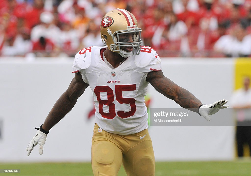 Tight end Vernon Davis of the San Francisco 49ers lines up for play against the Tampa Bay Buccaneers December 15 2013 at Raymond James Stadium in...