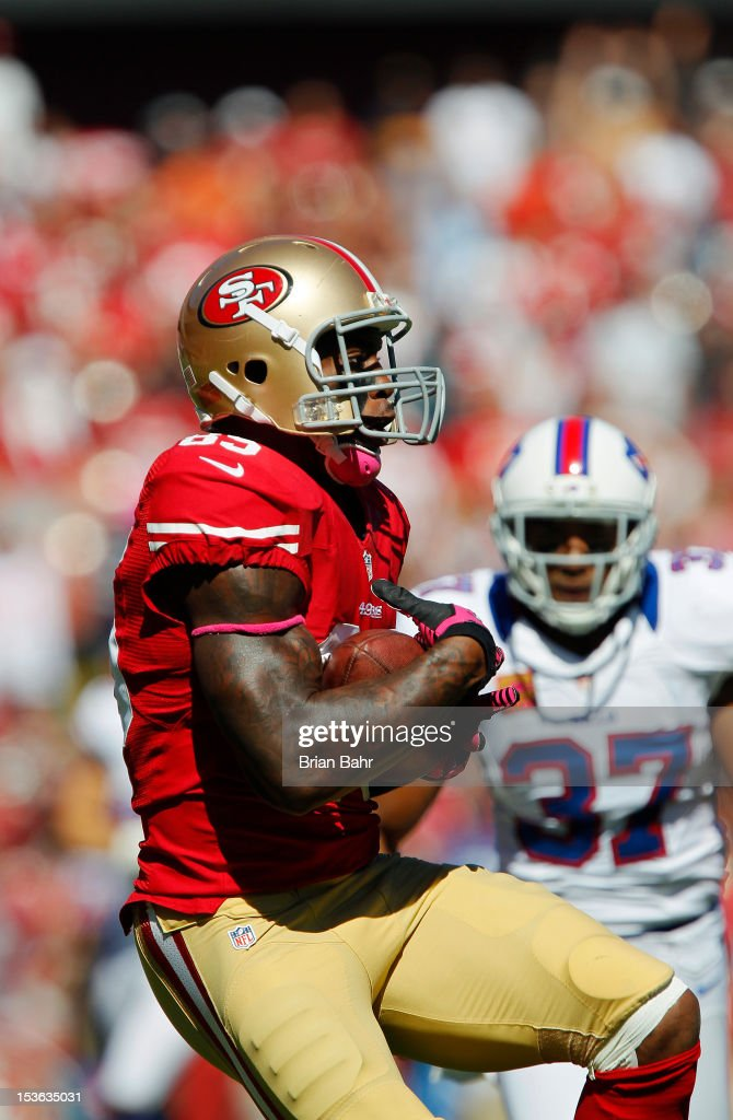 Tight end <a gi-track='captionPersonalityLinkClicked' href=/galleries/search?phrase=Vernon+Davis&family=editorial&specificpeople=592553 ng-click='$event.stopPropagation()'>Vernon Davis</a> #85 of the San Francisco 49ers pulls in a catch for a 53-yard gain against short safety George Wilson #37 of the Buffalo Bills in the first quarter on October 7, 2012 at Candlestick Park in San Francisco, California. The 49ers won 45-3.