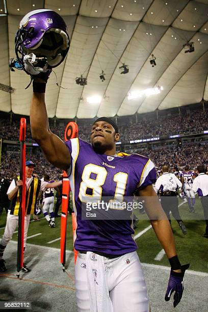 Tight end Visanthe Shiancoe of the Minnesota Vikings walks off the field after defeating the Dallas Cowboys 343 during the NFC Divisional Playoff...
