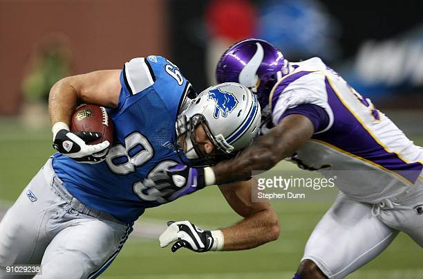 Tight end Will Heller of the Detroit Lions carries the ball against the Minnesota Vikings at Ford Field on September 20 2009 in Detroit Michigan The...