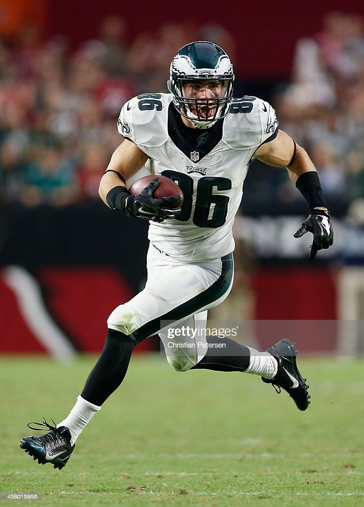 Tight end <a gi-track='captionPersonalityLinkClicked' href=/galleries/search?phrase=Zach+Ertz&family=editorial&specificpeople=7172878 ng-click='$event.stopPropagation()'>Zach Ertz</a> #86 of the Philadelphia Eagles runs with the football after a reception against the Arizona Cardinals during the NFL game at the University of Phoenix Stadium on October 26, 2014 in Glendale, Arizona. The Cardinals defeated the Eagles 24-20.