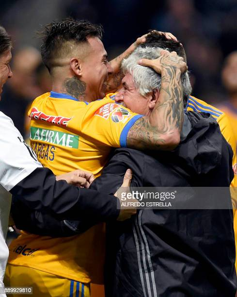Tigres Chilean player Eduardo Vargas celebrates his victory with Tigres coach Ricardo Ferreti after winning the Mexican Apertura 2017 football...