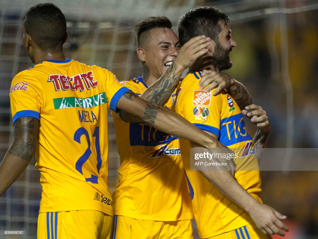 Tigres players celebrate after scoring against Pumas during their Mexican Apertura 2017 tournament football match at the Universitario stadium in Monterrey, Mexico on August 19, 2017. / AFP PHOTO / Julio Cesar AGUILAR