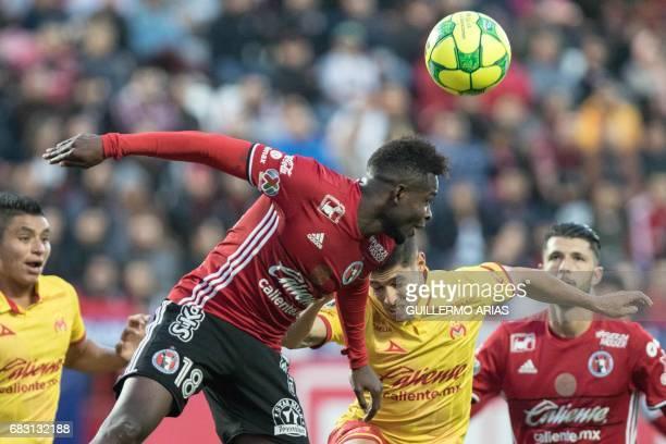 Tijuana's Aviles Hurtado vies for the ball with Morelia's Gaston Lezcano during the quarterfinal second leg football match of the Mexican Clausura...