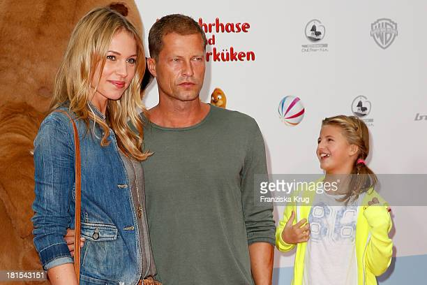 Til Schweiger Svenja Holtmann and Emma Schweiger attend the 'Keinohrhase und Zweiohrkueken' Premiere at CineStar on September 22 2013 in Berlin...