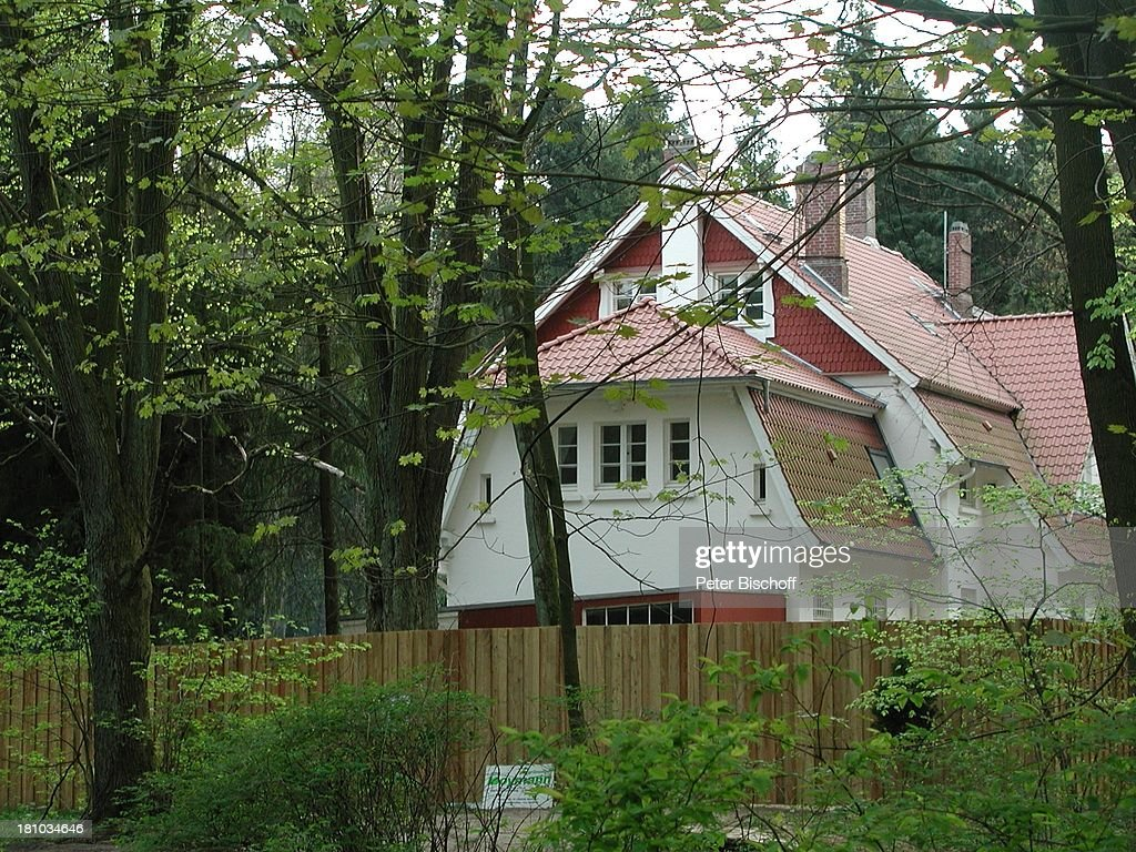 photo: house/residence of friendly 20 million earning Freiburg im Breisgau, West Germany-resident
