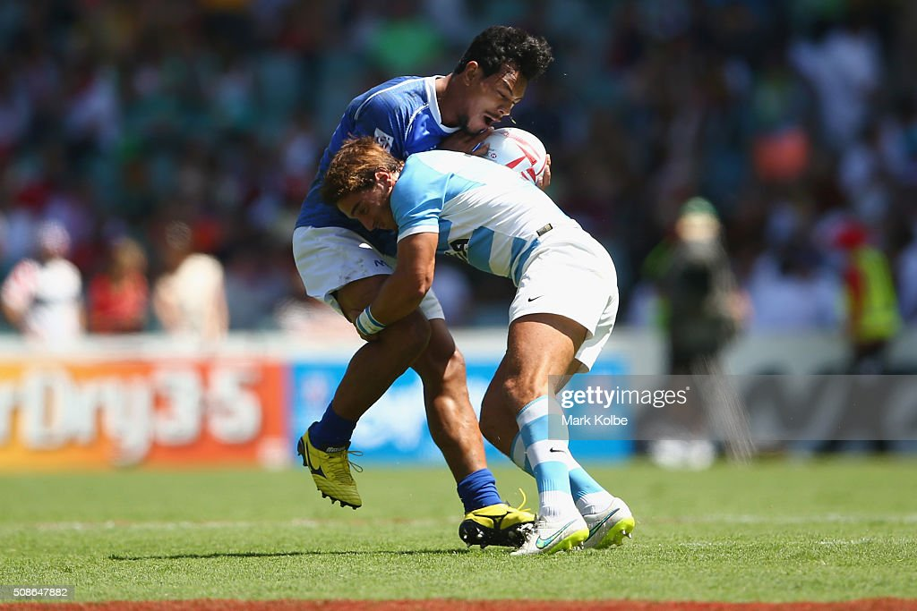 Tila Mealoi of Samoa is tackled by Bautista Ezcurra of Argentina during the 2016 Sydney Sevens match between Samoa and Argentina at Allianz Stadium on February 6, 2016 in Sydney, Australia.