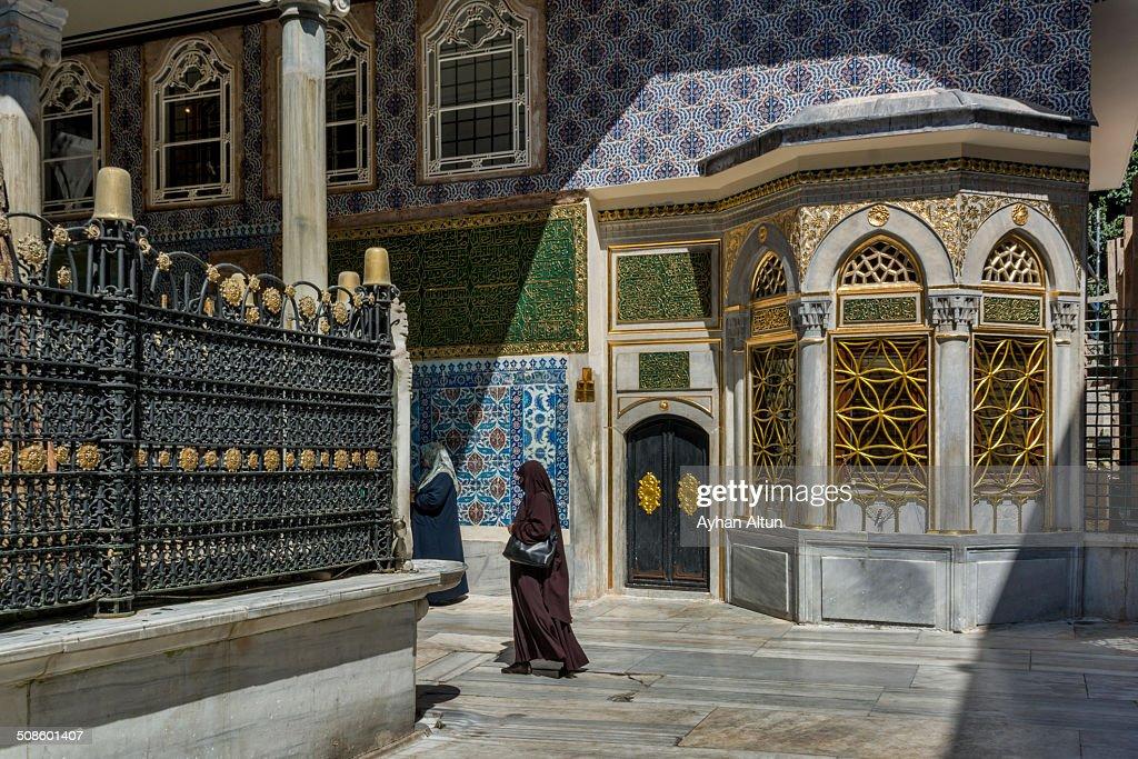 Tile covered tomb of Eyup Ensari in Istanbul : Foto de stock