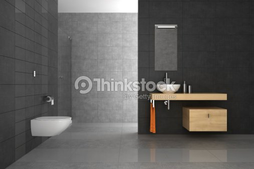 Geflieste badezimmer mit holzm beln stock foto thinkstock for Geflieste badezimmer