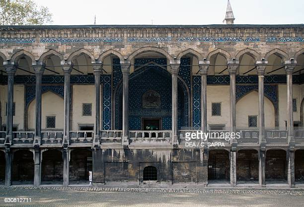 Tiled kiosk museum stock photos and pictures getty images for Cube suites istanbul