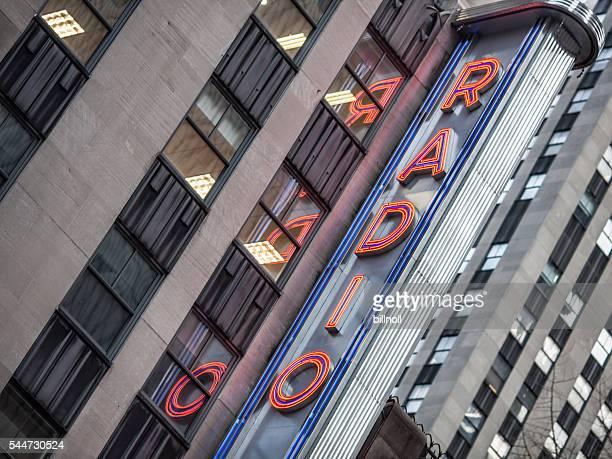 傾斜の眺めラジオシティミュージックホールのニューヨーク