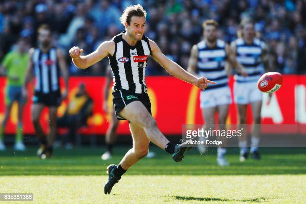Tim Broomhead of the Magpies kicks the ball for a goal during the round 22 AFL match between the Collingwood Magpies and the Geelong Cats at...