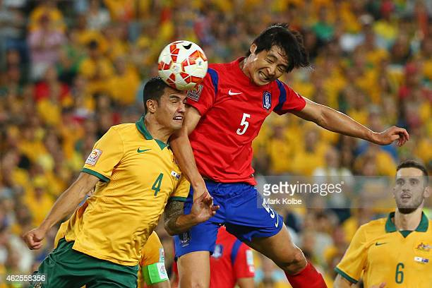 Tim Cahill of Australia and Kwak Taehwi of Korea Republic compete for the ball in the air during the 2015 Asian Cup final match between Korea...