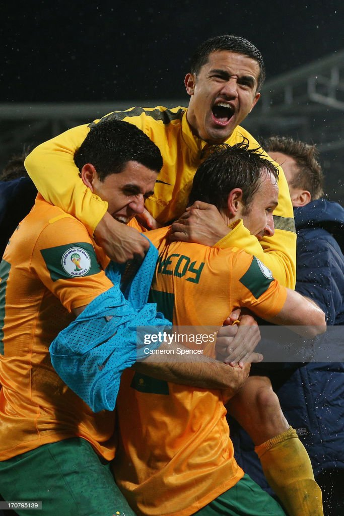 <a gi-track='captionPersonalityLinkClicked' href=/galleries/search?phrase=Tim+Cahill+-+Joueur+de+football&family=editorial&specificpeople=209085 ng-click='$event.stopPropagation()'>Tim Cahill</a> of the Socceroos celebrates with team mate Josh Kennedy after Kennedy scored a goal during the FIFA 2014 World Cup Asian Qualifier match between the Australian Socceroos and Iraq at ANZ Stadium on June 18, 2013 in Sydney, Australia.