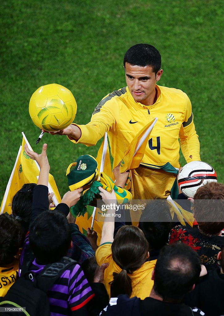 <a gi-track='captionPersonalityLinkClicked' href=/galleries/search?phrase=Tim+Cahill+-+Soccer+Player&family=editorial&specificpeople=209085 ng-click='$event.stopPropagation()'>Tim Cahill</a> signs autographs for fans during an Australian Socceroos training session at WIN Jubilee Stadium on June 13, 2013 in Sydney, Australia.