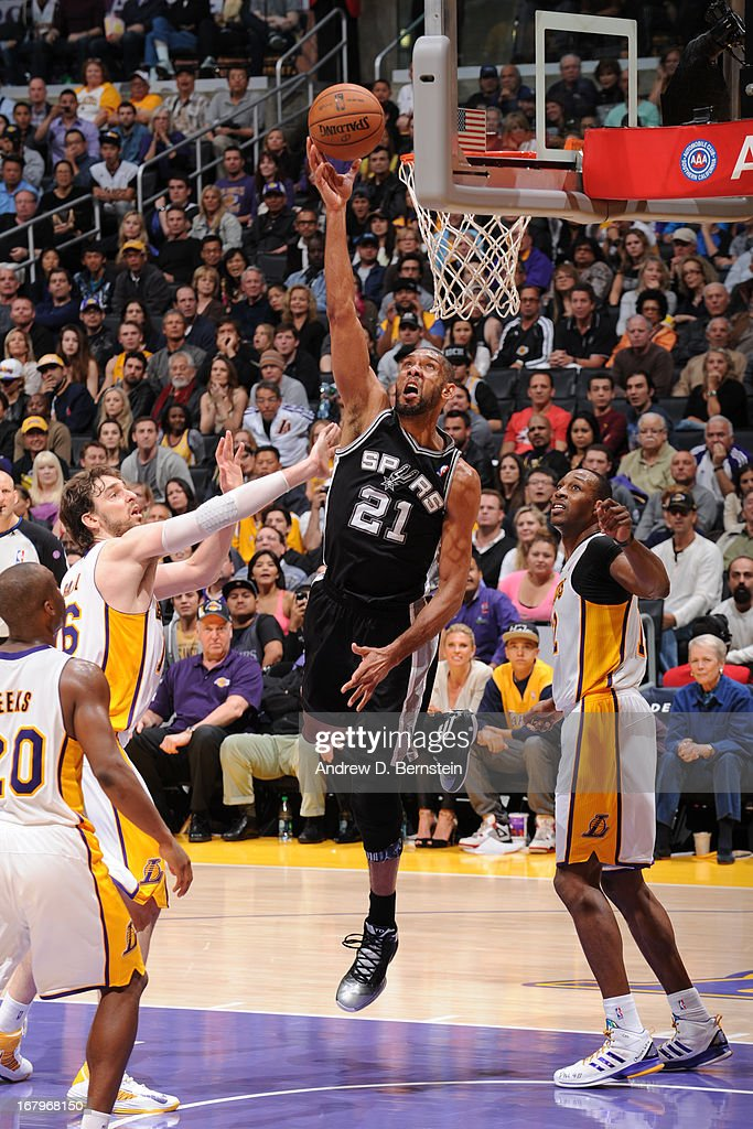 <a gi-track='captionPersonalityLinkClicked' href=/galleries/search?phrase=Tim+Duncan&family=editorial&specificpeople=201467 ng-click='$event.stopPropagation()'>Tim Duncan</a> #21 of the San Antonio Spurs drives to the basket against the Los Angeles Lakers at Staples Center on April 14, 2013 in Los Angeles, California.