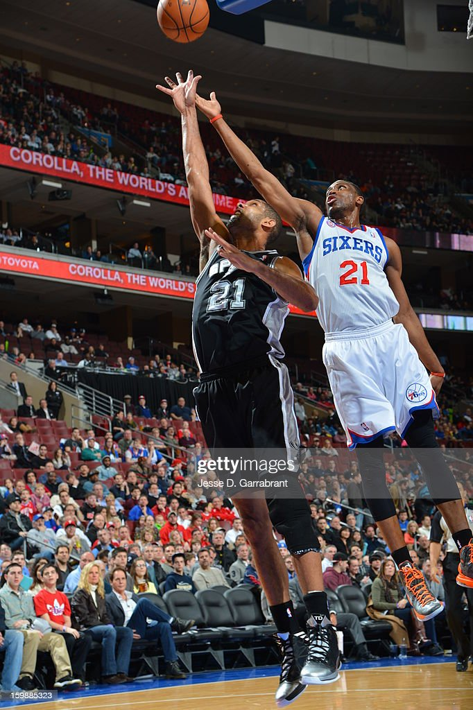 Tim Duncan #21 of the San Antonio Spurs shoots the ball against the Philadelphia 76ers during the game at the Wells Fargo Center on January 21, 2013 in Philadelphia, Pennsylvania.