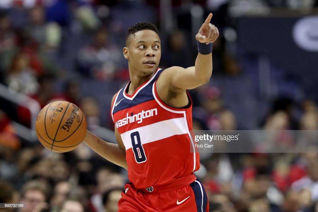 Tim Frazier #8 of the Washington Wizards dribbles the ball against the LA Clippers in the second half at Capital One Arena on December 15, 2017 in Washington, DC.