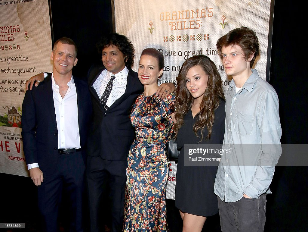 tim griffin m night shyamalan carla gugino sarah jeffery and charlie picture id487318694 tim griffin m night shyamalan carla gugino sarah jeffery and charlie tahan