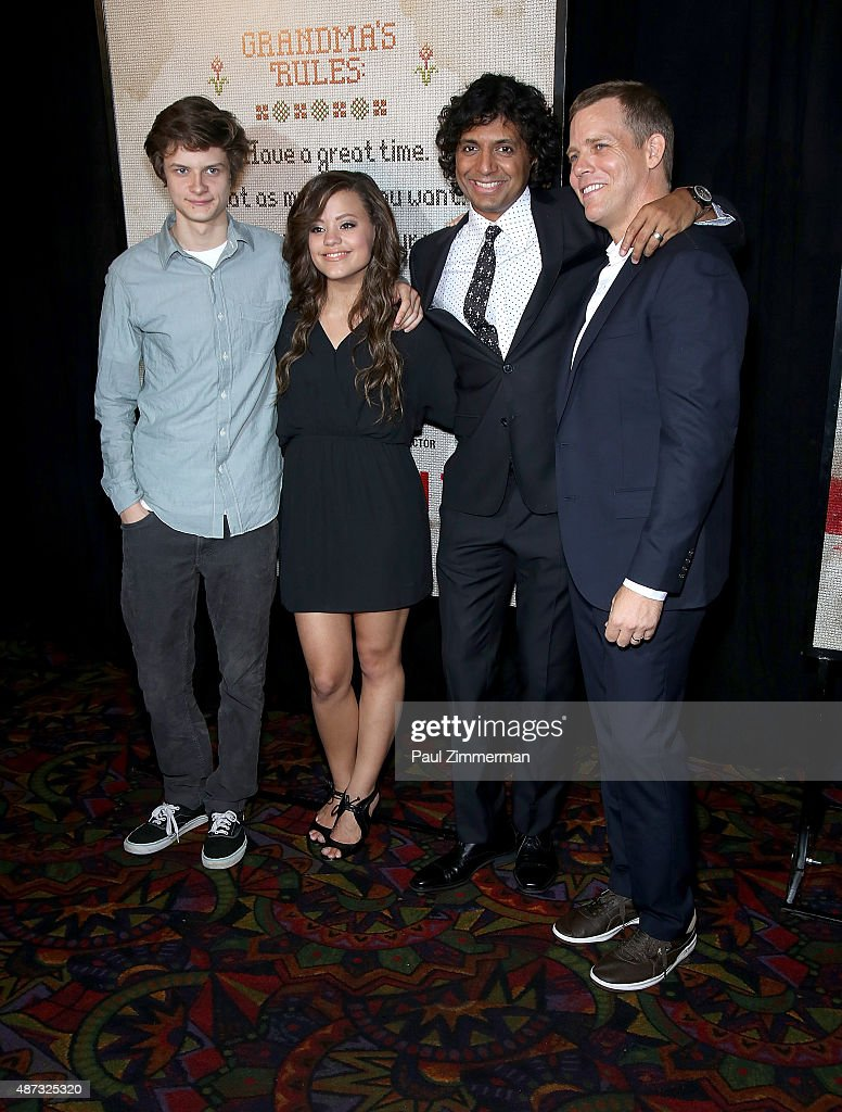tim griffin m night shyamalan carla gugino sarah jeffery and charlie picture id487325320 tim griffin m night shyamalan carla gugino sarah jeffery and charlie