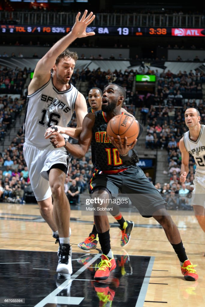 Tim Hardaway Jr. #10 of the Atlanta Hawks drives to the basket during the game against the San Antonio Spurs on March 13, 2017 at the AT&T Center in San Antonio, Texas.