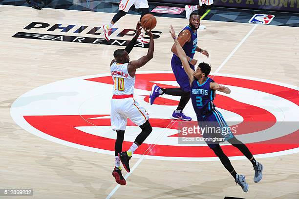 Tim Hardaway Jr #10 of the Atlanta Hawks hits a half court shot at the end of the first quarter during the game against the Charlotte Hornets on...