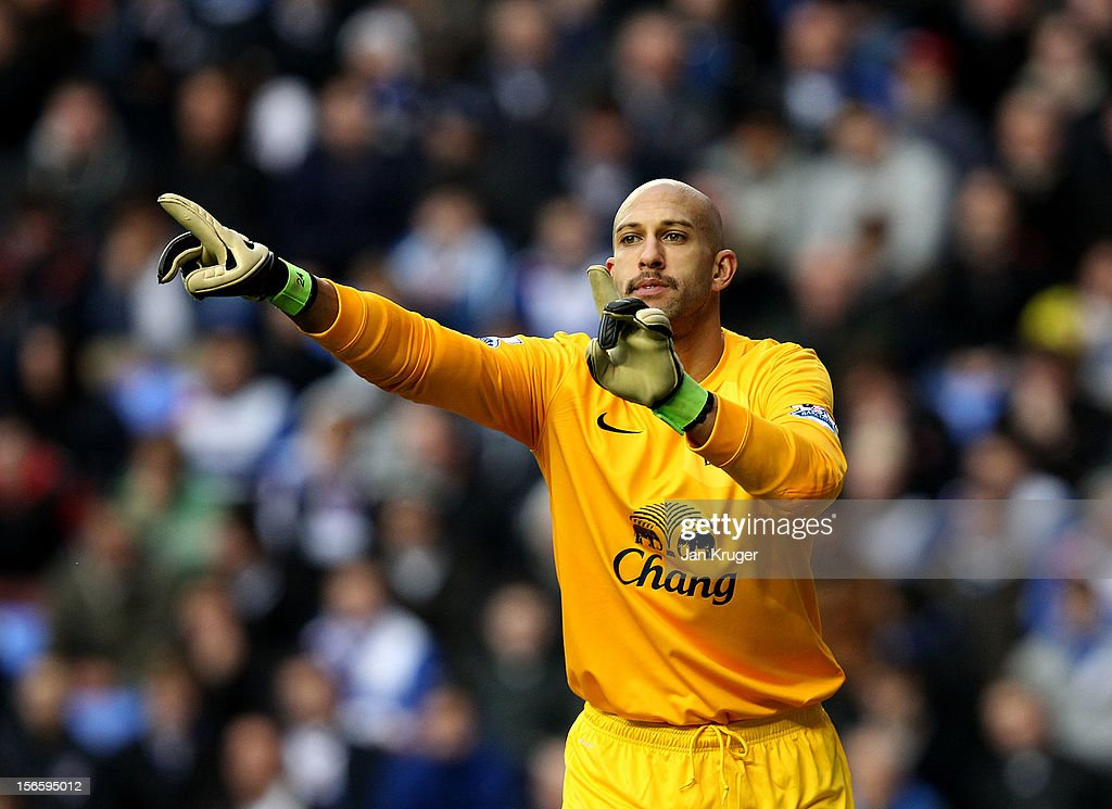 Tim Howard, Goalkeeper of Everton during the Barclays Premier League match between Reading and Everton at Madejski Stadium on November 17, 2012 in Reading, England.