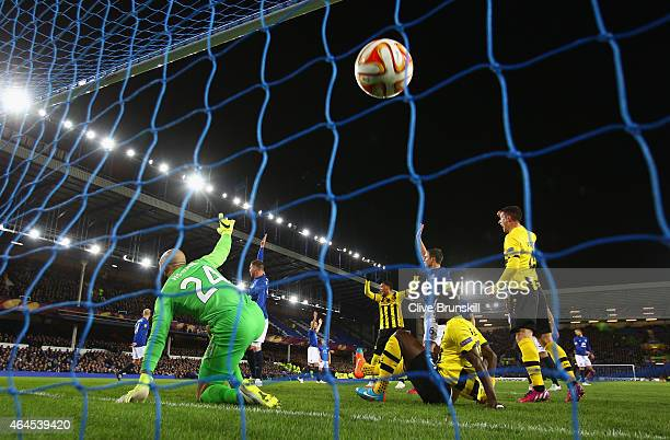 Tim Howard of Everton appeals for offside after Sekou Sanogo Junior of BSC Young Boys scored the opening goal during the UEFA Europa League Round of...