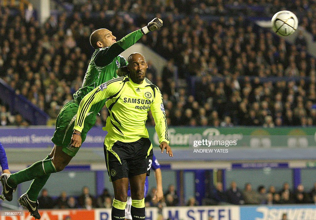 Tim Howard (L) of Everton punches clear from Nicolas Anelka of Chelsea during the English League Cup football match at Goodison Park , Liverpool , north-west, 23 January , 2008. AFP PHOTO/ANDREW YATES Mobile and website use of domestic English football pictures are subject to obtaining a Photographic End User Licence from Football DataCo Ltd Tel : +44 (0) 207 864 9121 or e-mail accreditations@football-dataco.com - applies to Premier and Football League matches.