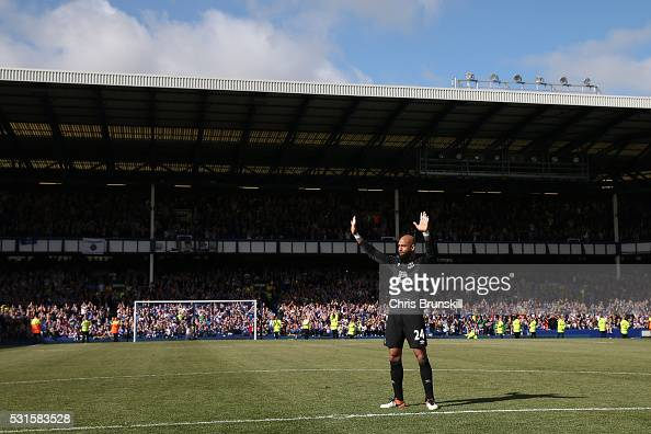 Tim Howard of Everton waves to supporters after the Barclays Premier League match between Everton and Norwich City at Goodison Park on May 15 2016 in...
