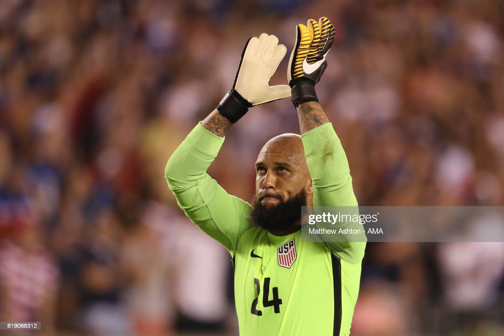 Tim Howard of United States of America celebrates after Omar Gonzalez of scored a goal to make it 1-0during the 2017 CONCACAF Gold Cup Quarter Final match between United States of America and El Salvador at Lincoln Financial Field on July 19, 2017 in Philadelphia, Pennsylvania.