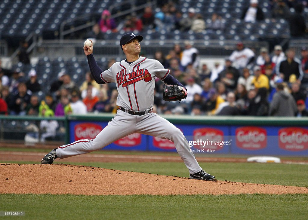 Tim Hudson #15 of the Atlanta Braves pitches against the Pittsburgh Pirates on April 19, 2013 at PNC Park in Pittsburgh, Pennsylvania.