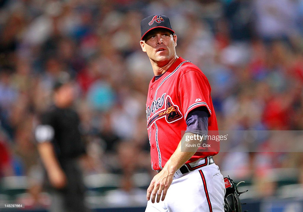 <a gi-track='captionPersonalityLinkClicked' href=/galleries/search?phrase=Tim+Hudson&family=editorial&specificpeople=203108 ng-click='$event.stopPropagation()'>Tim Hudson</a> #15 of the Atlanta Braves walks off the field after being pulled in the seventh inning against the Washington Nationals at Turner Field on May 25, 2012 in Atlanta, Georgia.