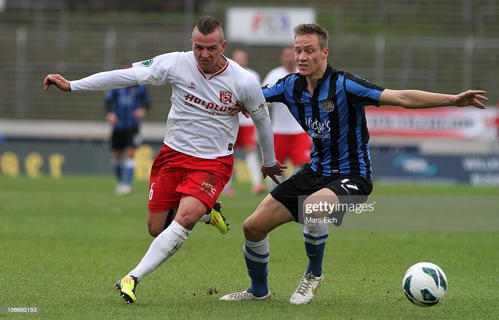 Tim Knipping of Saarbruecken (R) challenges Toni Lindenhahn of Halle (L) during the Third League match between 1. FC Saarbruecken and Hallescher FC at Ludwigsparkstadion on November 24, 2012 in Saarbruecken, Germany.