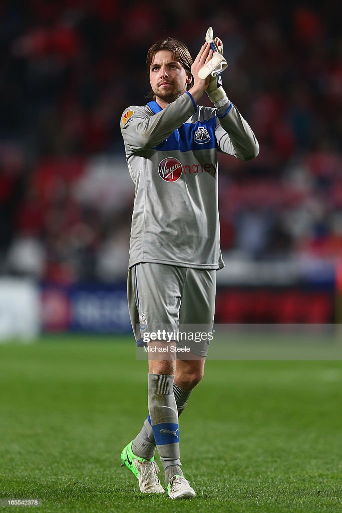 <a gi-track='captionPersonalityLinkClicked' href=/galleries/search?phrase=Tim+Krul&family=editorial&specificpeople=618004 ng-click='$event.stopPropagation()'>Tim Krul</a> of Newcastle United applauds the travelling supporters after his sides 1-3 defeat during the UEFA Europa League Quarter- Final First Leg match between Benfica and Newcastle United at the Estadio da Luz on April 4, 2013 in Lisbon, Portugal.