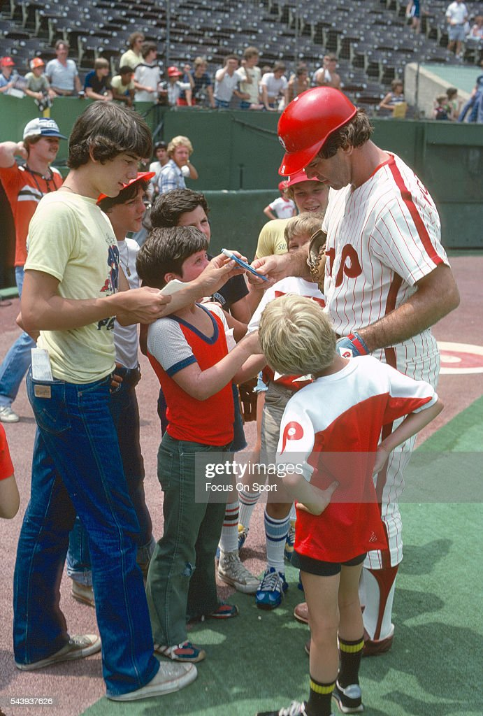 Tim McCarver of the Philadelphia Phillies signs autographs for young fans prior to the start of a Major League Baseball game circa 1979 at Veterans...