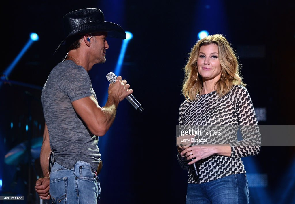 Tim McGraw (L) And Faith Hill Perform Onstage At The 2014
