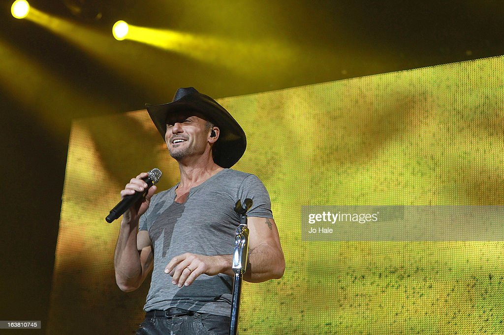 <a gi-track='captionPersonalityLinkClicked' href=/galleries/search?phrase=Tim+McGraw&family=editorial&specificpeople=202845 ng-click='$event.stopPropagation()'>Tim McGraw</a> at O2 Arena on March 16, 2013 in London, England.