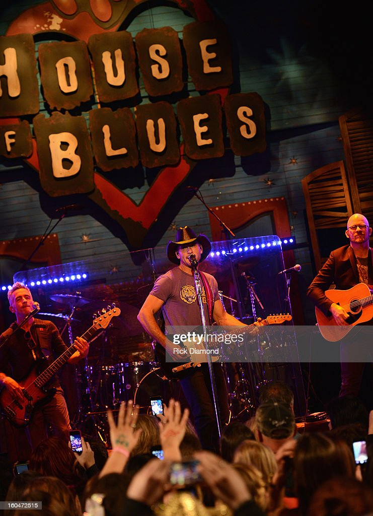Tim McGraw performs on ABC's 'Good Morning America' at the House of Blues on February 1, 2013 in New Orleans, Louisiana.