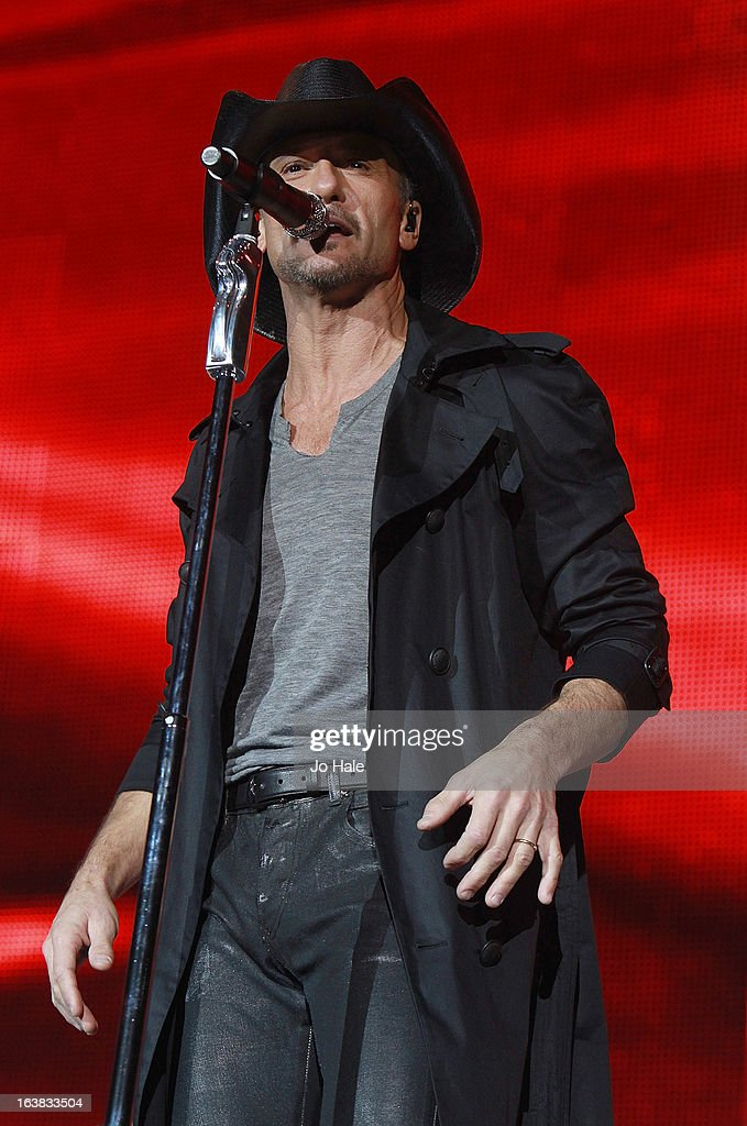<a gi-track='captionPersonalityLinkClicked' href=/galleries/search?phrase=Tim+McGraw&family=editorial&specificpeople=202845 ng-click='$event.stopPropagation()'>Tim McGraw</a> performs on stage on Day 1 of C2C: Country To Country Festival 2013 at O2 Arena on March 16, 2013 in London, England.